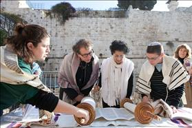 Women of the Wall Torah reading at Robinson's Arch