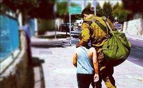 IDF soldier with boy, source: Wikipedia