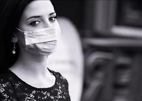 Woman wearing surgical mask, Image by Mohamed Hassan from Pixabay