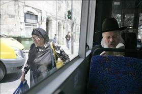 A Haredi man sitting on a segregated bus in Jerusalem. 17.05.2010. Photo: Abir Sultan, Flash 90